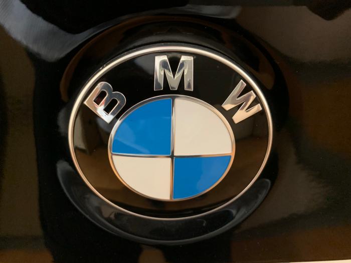 BMW D5、ALPINA、デントリペア、ヘコミ